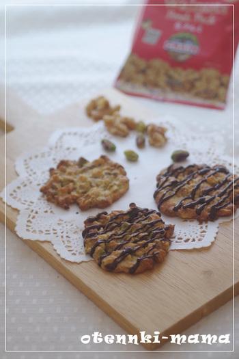 ザクザク食感が楽しいくるみとピスタチオのクッキー。香ばしさが広がり、何枚も食べられちゃいますよ。