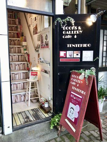 ギャラリースペースを併設したブックカフェ『点滴堂』は、少女観、乙女チック、リリカル!があふれている大人可愛いお店です。