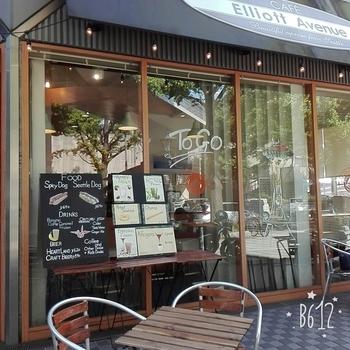 元町中華街駅から徒歩約3分、山下公園のすぐ近くにあるこちらのカフェは、美味しいコーヒーが楽しめるとコーヒー好きの間で人気のカフェ。