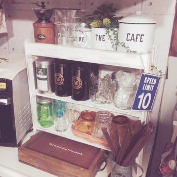 手作りキッチン棚の完成!自宅の空きスペースやインテリアにぴったり合わせて作ることができるが、DIYの醍醐味ですね!
