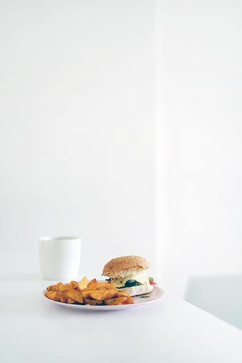 翌朝起きるのが楽しみになる朝食や遅く起きたブランチにもぴったりな、ヘルシーなファストフード風レシピ。ぜひレパートリーを増やして、おうちで楽しんでみてくださいね。