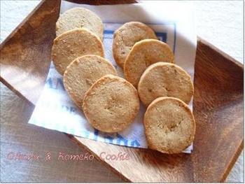 米粉を使ったおからクッキーです。小麦粉のクッキーとかちょっと違う表情が、なんとも素朴でかわいらしいですね。食物繊維たっぷりのおからが、無理なくヘルシーに摂れる嬉しいレシピです。