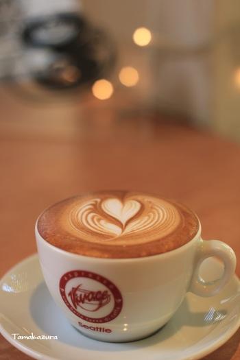 お席でラテアートしてくれるので、楽しみながら美味しいコーヒーがいただけます。