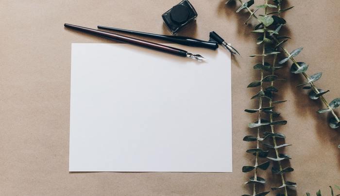 素敵なレターセットやハガキが選べたら次は書くペンにもこだわってみませんか?とっておきの万年筆や、いつも使っている字が綺麗に書けるボールペンなど、丁寧な字が書けるアイテムを選びたいですね。
