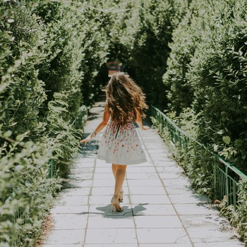 私たちも、何の予定もなく街を自由に散歩することで、もしかしたら素敵な恋を見つけることができるかもしれませんよ。