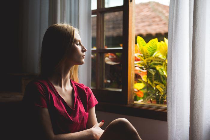 私たちも、お天気の良い休日を何もしない日と決めて、ひとり静かに部屋の窓を開けて、日常の些細な音に耳を澄ましたり、差し込む日射しをただ見つめたり、風を感じたりすることで、何か一点に集中する時間を持つことも大切です。