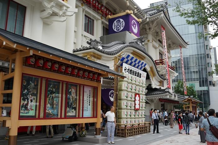 江戸時代から受け継がれてきた「歌舞伎」は、日本人特有の情緒あふれる演目が揃っています。「伝統芸能だから…」と身構えなくても、あなたの胸を打つ魅力を秘めていますよ。  初観劇では演目すべてを理解しようと意気込まず、時代を超えた歌舞伎の魅力を心が感じるままに楽しんでみてはいかがでしょう♪