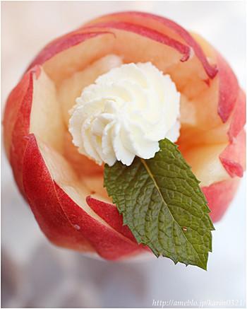 上から見ると、まるでバラのよう。「ピーチジュエル」の名にふさわしいヴィジュアルです。頬張ったときに口いっぱいに広がる桃の芳香とジューシーな果汁を存分に召し上がれ。