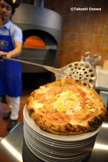 南イタリアで修業を積んだオーナーは、ナポリで創立された「真のナポリピッツァ協会」の認定店での勤務を経て、ここにお店をオープンさせました。年代や性別を問わず食べやすいと評判で、地元のファンも多いんですよ。