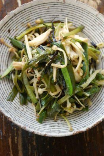 ニラやえのき、酢昆布を使った、栄養たっぷりのレシピは疲れも吹き飛びそう。こちらのレシピでは塩昆布を使い、最後に酢を回しかけていますが、酢昆布を刻み野菜と炒め、最後に漬け込んだお酢を回しかけても美味しくできますよ。