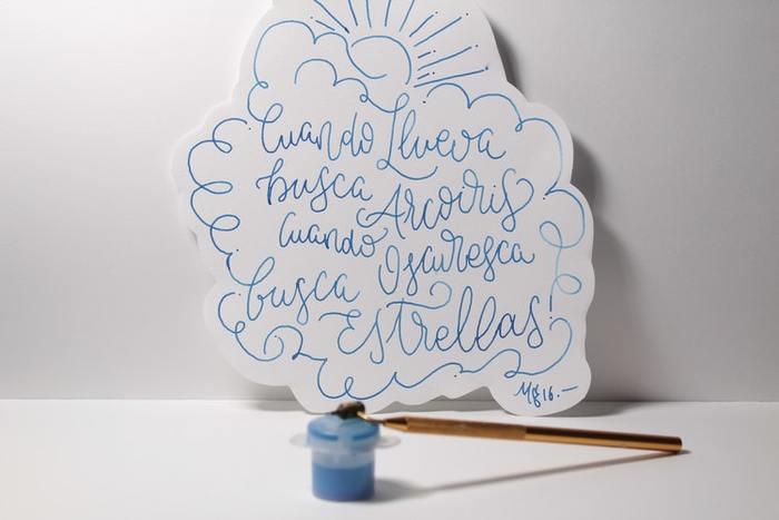 ただ横書きに文字を書くのではなく、文字を 1 つの絵のように自由に書いてみましょう。文章をたくさん書く必要はなく、全体を見ると絵が描かれているようなちょっと崩した文字で書いても楽しいですよね。