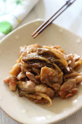 豚のこま切れ肉と舞茸で作る甘辛炒め。香ばしく焼き目をつけると、よりおいしくできます。ご飯が進みそうな一品で、メインおかずにおすすめです。
