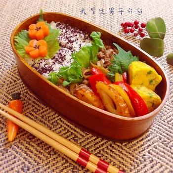牛肉とよく合う舞茸を加えたすき焼き風。甘辛の味がお弁当にぴったり。汁気を飛ばすように煮詰めるので、舞茸の栄養ももれなく取り入れることができますね。