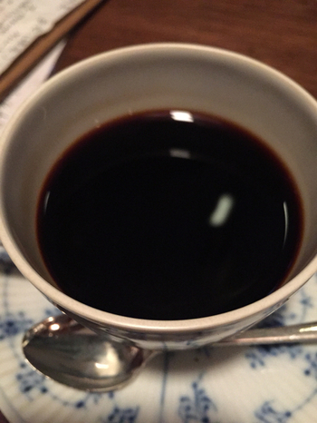 深々と漆黒のコーヒー、その香りと味わいをぜひお試しあれ★
