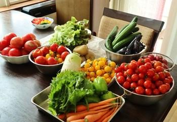 買い物カゴにお肉ばかり入っていたら、食物繊維がたっぷりのお野菜を足してみる、果物を入れてみる、など栄養バランスを工夫してみてください。意識するだけでもかなり健康的な食生活に変わりますよ♪