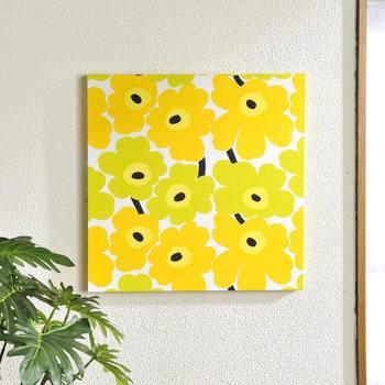 同じデザインなのに、とても華やいだ印象を受ける黄色ベースのウニッコ。眺めているとこちらまで元気をもらえそうです。玄関や廊下など寂しくなりがちなエリアによく似合います。