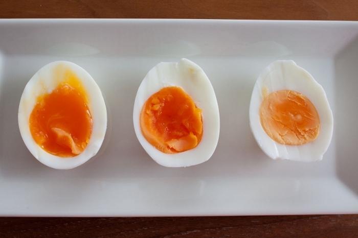 室温に戻した卵をお湯から茹でた場合の目安です。これを覚えておくと料理に合わせて調整自在!