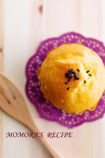 ホットケーキミックスを使った混ぜるだけの簡単マフィンレシピ。さつまいもの風味が口いっぱいに広がり、一口で幸せを感じられそう。