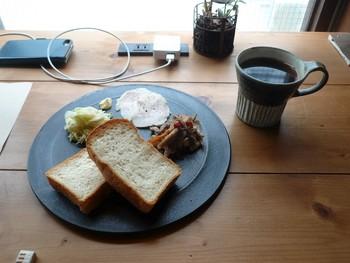 パンは富ヶ谷『365日』、コーヒー豆は三軒茶屋『OBSCURA COFFEE ROASTER』からの取り寄せ。  『モーニング』は…。 ↓↓↓