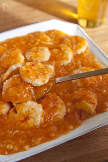 四川料理の乾燒蝦仁(カンシャオシャーレン)をアレンジした、日本生まれの「エビのチリソース」。エビチリは、甘めのものもおいしいですが、豆板醤をきかせてピリッと仕上げるのもいいですね。