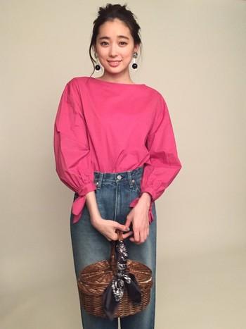 ホットピンクコーデをご紹介しましたが、いかがでしたか? 単体のイメージとは異なり、コーデ全体で見てみると予想外に派手さが抑えられ、大人っぽさとお洒落さを演出できますよ。普段ピンクを着ない方も、今年の秋冬はホットピンクコーデを楽しんでみてくださいね♪