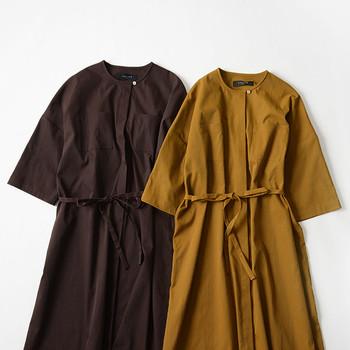 特に夏の終わりから秋にかけては、こっくりとしたマスタードイエローやオレンジ、ブラウン、カーキなど秋らしいカラーのワンピースを着ると決めてしまえば、毎日考える手間が省けます。