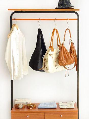 なにかと増えてしまいがちなバッグ。ブロガーさんたちの収納アイデアを参考に、機能的で使いやすいバッグ収納を目指してみませんか?