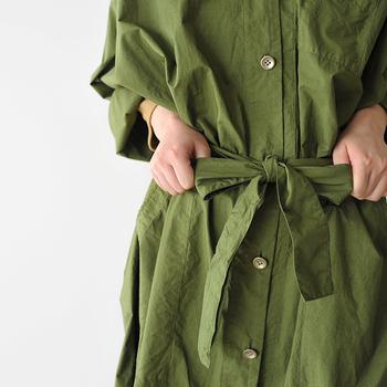 例えばシャツワンピースが1枚あれば、そのままワンピースとして着たり、ボトムと合わせたり、さらっと羽織ったりと、様々なコーデを作ることができます。そんな着まわし力抜群の秋色ワンピースコーデのアイディアをご紹介していきたいと思います♪