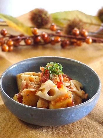 旬の野菜がたっぷり入った、レンコンとサツマイモの梅マリネ。さつまいもの甘味と、梅はちみつがやみつきに!ごはんに合う一品です◎