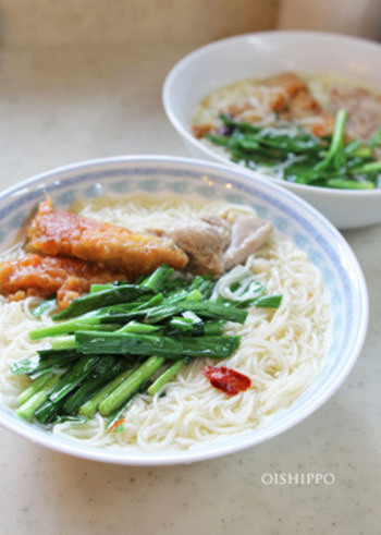 エスニック好きなら、フォー風のこちらのレシピを。ベトナム仕込みの本格スープなら、そうめんでも本場の味を楽しめます。アレンジしやすいそうめんならではのレシピですね。
