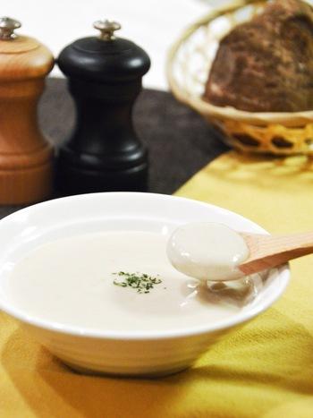 和食で多く使われがちな里芋を、洋風のポタージュに。固めで小さい子芋や孫芋は煮物など他の料理では使いにくいですが、ポタージュなら気にしなくてもOK!お得に冬らしいスープを楽しみましょう。