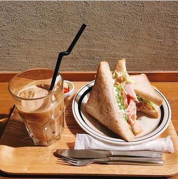 トーストやサンドイッチなど、コーヒーに合うフードメニューもおすすめ。ほど良いボリュームで、ちょっと小腹が空いた時の軽食にぴったりです。