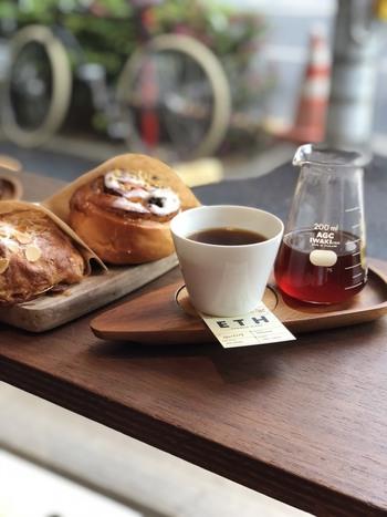 スタッフ全員でスキルアップするため、お店では焙煎の知識やスキルを共有するプログラムが導入されていて、常にクオリティの高いコーヒーを提供するお店として進化しつづけています。