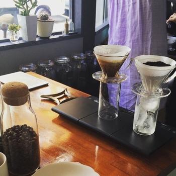 バリスタ兼オーナーが自ら焙煎するコーヒーは、定番5種と季節替わりのラインナップ。おもしろいのは、コーヒーを産地ではなく時間帯のネーミングになっていること。コーヒーを飲みたいときの雰囲気や感覚で選べるようになっています。