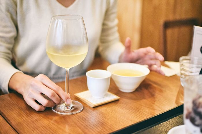 注文を受けてから、日本茶ソムリエがお茶を丁寧に淹れてくれます。「味わいを楽しむお茶」「香りを楽しむお茶」など種類豊富な日本茶が楽しめますよ。