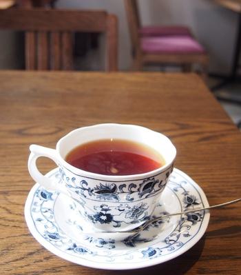 厳選したセイロンティーがメインのティーハウス。美しい模様のティーカップでいただく紅茶は、上品な味わいです。