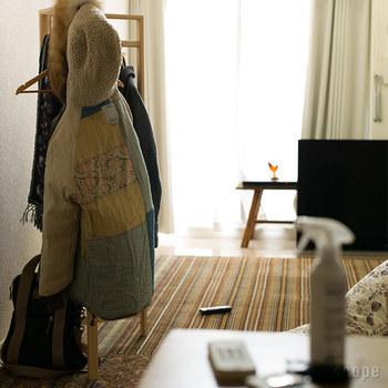 お部屋に入った時に、家族以外の人が感じてしまう『生活臭』。実は招かれる側からすると、少し苦手なにおいだったりすることも…。  お部屋の空気中やにファブリックなど、幅広く使える『A2Care 除菌 消臭剤』。除菌して物を長持ちさせる効果もあるA2Careなら、シュシュッとひと吹きで無色無臭の空間が叶います。