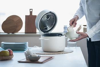 蒸気で焚き上げるのから、ご飯が美味しくふっくらと仕上がります。そのままテーブルに置いてもオシャレな二色展開。