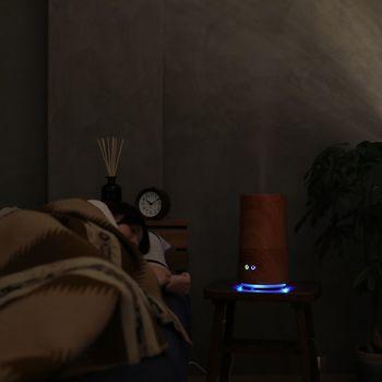 超音波式の加湿器だから、静かなのが良い所。ダウンライト機能やアロマ機能も付いていて、リラックスした時間を演出してくれます。