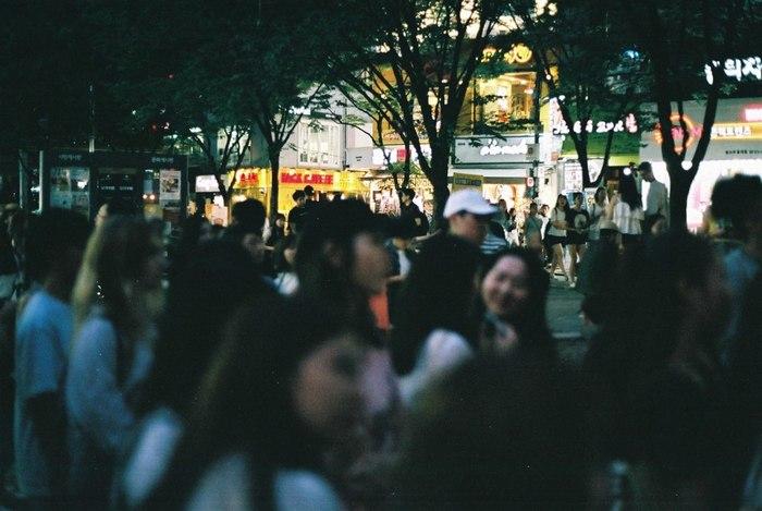 いかがでしたか。弘大(ホンデ)は若者の町ということもあって流行のお店が続々と登場していますが、一方で、アートの街の雰囲気をしっかりと秘めている注目のエリアです。知られざる韓国・ソウルの魅力に、きっと出会えますよ*