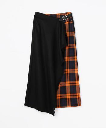秋はトラディショナルに決めたいですよね。そんな時活躍してくれるアイテムが今シーズン人気のチェックのスカートです。