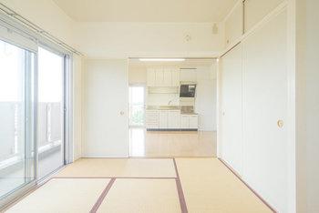 壁の仕切りを取り除き、広々としたワンフロアにしたい!と思っていても、マンションの間取りによっては壁や太い柱を取り除くことができないマンションもあります。和室から洋室に変えるための床材の選択さえ、マンションで規定があることも!