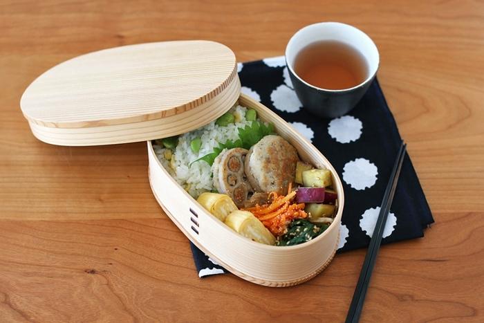 伝統工芸品にも指定されている、秋田大館のまげわっぱ。美しい木目が楽しめる大人のためのお弁当箱です。