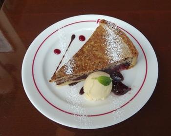 パリ郊外のサクランボの産地名を冠したケーキ『モンモランシー』。