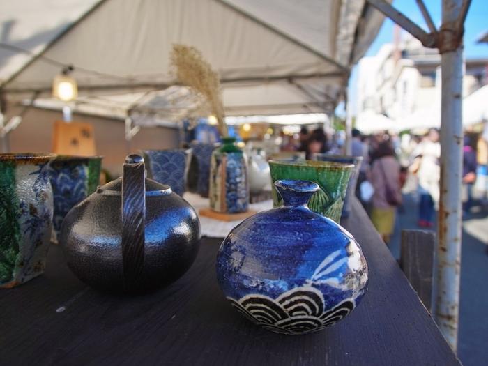 """京都・山科にある""""清水焼の郷""""で開催される陶器市「清水焼の郷まつり」は、陶器のみなならず、こだわりの農産物や加工品、グルメなど京都の名物も満喫できるイベントです。"""