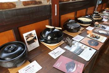 耐火度が高い伊賀焼は土鍋が有名。美味しいご飯が炊けるご飯用の土鍋や、これからの季節に使いたいお鍋用の土鍋を探すのも◎毎年5月に催される「新緑伊賀焼陶器市」もおすすめです。