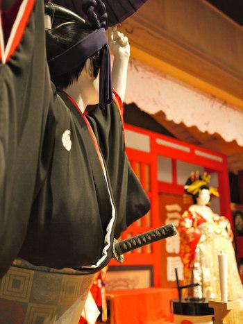「名役者」の凄さを感じるのは、同じ演目であっても、容姿や身のこなし、見得などの迫力によって、その演目の面白み、印象が大きく変わること。歌舞伎の醍醐味の一つともいえます。  ある歌舞伎役者の粋なカッコよさを、舞台で目の当たりにした途端、その役者のファンになって、歌舞伎にすっかりハマってしまう・・・ということも少なくないありません。