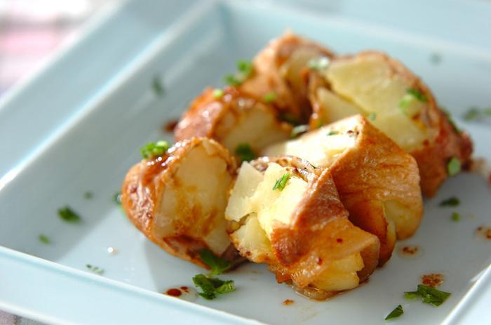 ジャガイモを豚肉で巻いたこちらの肉巻きは、マスタードで味付けしているのがポイント。粉チーズやニンニクも使っているので香りも良く、食欲をそそりそう。