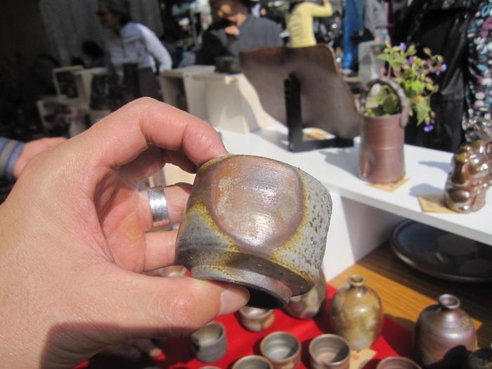 日本六古窯のひとつ「備前焼」は、釉薬を使わず焼き締めの風合いが美しく、使い込むほどに味わいが増します。炎が創り出すひとつひとつ異なる独特の模様の中から、自分のお気に入りを見つけてみては。