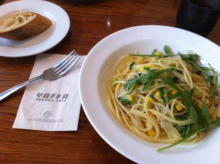 お店で使う食材は、日本各地の自然栽培のお野菜やお米などを取り扱っているナチュラルハーモニーから仕入れたもの。「オーガニックパスタランチ」にも旬のお野菜がたっぷり使われています。パスタは日替わりなので、いつ訪れても楽しめそう。